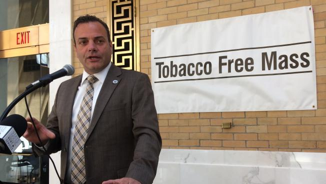 Rep. Paul McMurtry gave a pep talk to activists as they prepared to lobby lawmakers to support raising the tobacco age to 21.